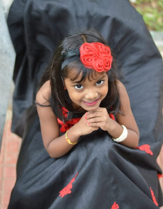 /assets/images/Black-gown2-555x710.jpg