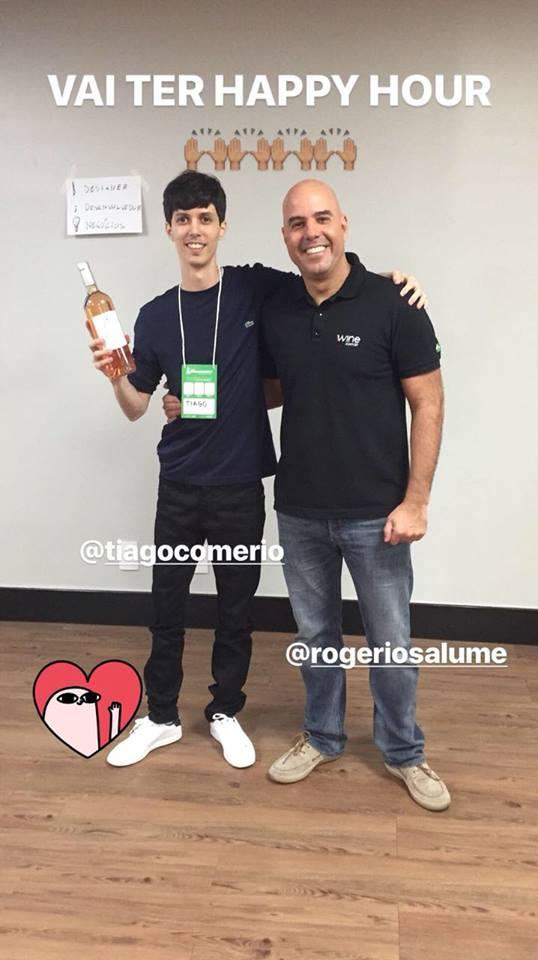 Pagando promessa feita a Rogério Salume, fundador da Wine.com.br