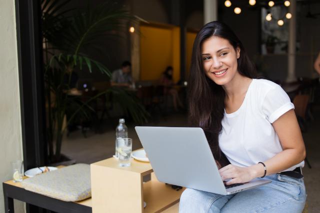 Veja 4 maneiras de ganhar dinheiro na internet