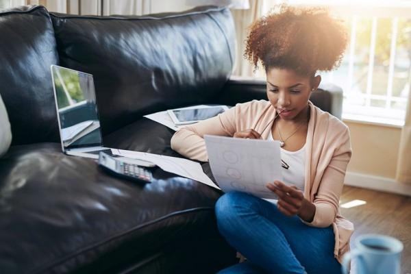 5 dicas simples para economizar dinheiro e terminar o ano fora do vermelho