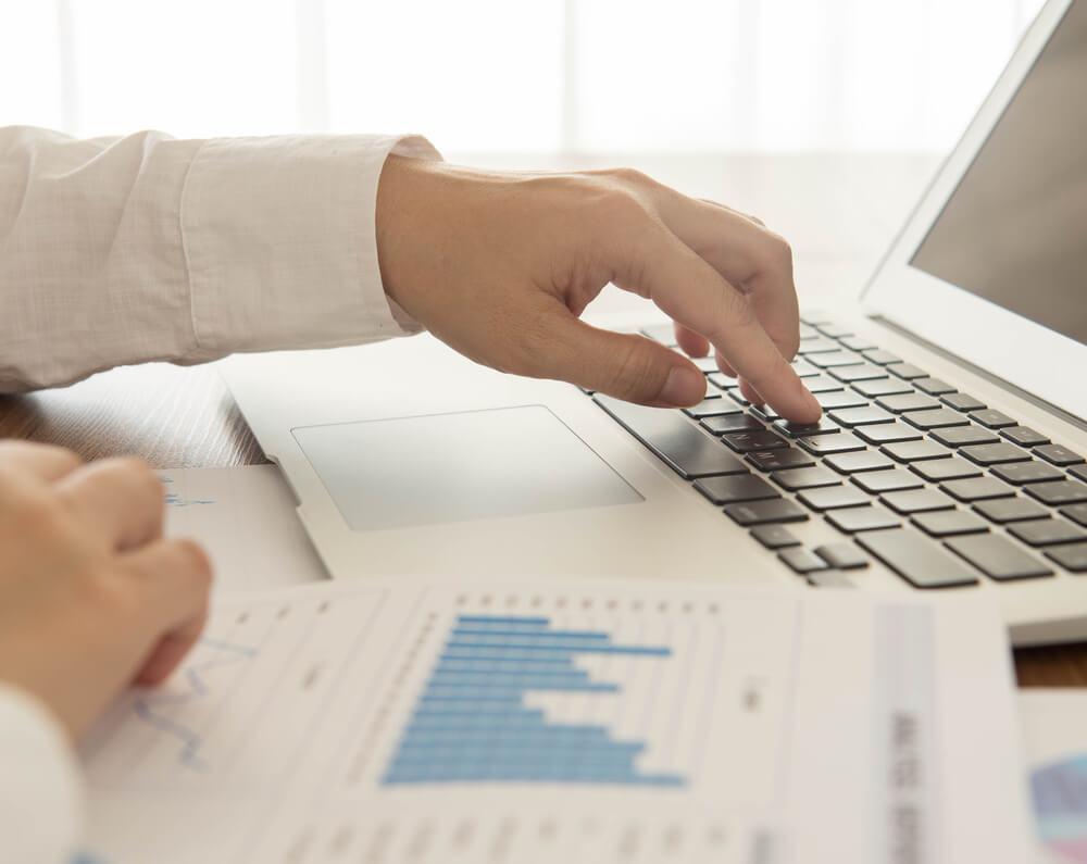 Como controlar finanças utilizando uma planilha financeira