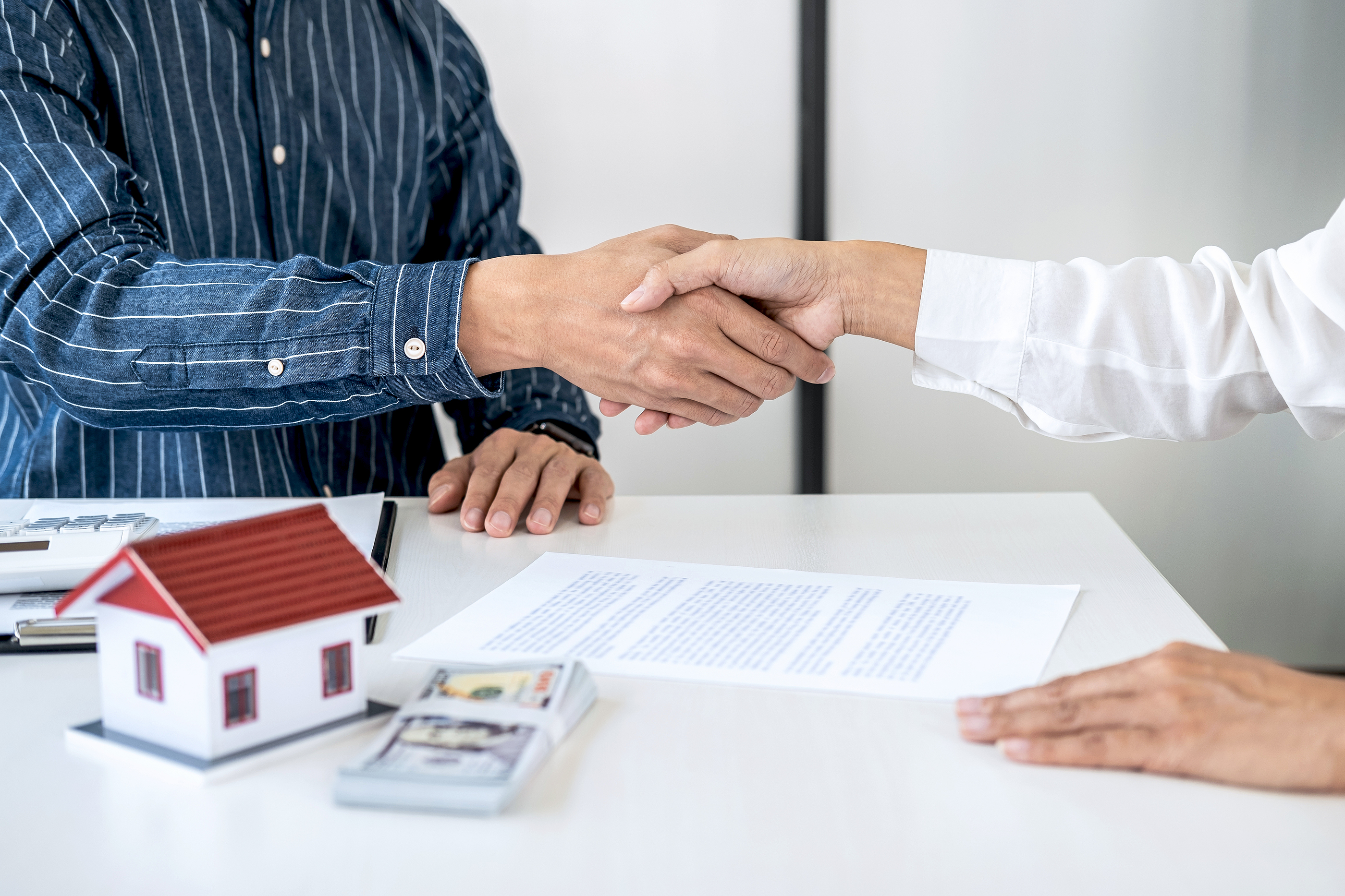 6 Advantages of a Cash Offer On Your House