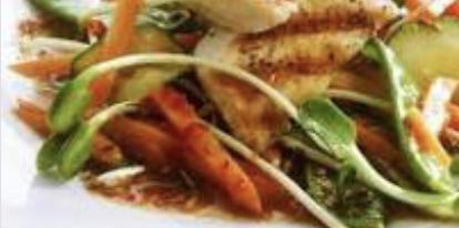 Kip in witte wijn met wokgroenten en rijst.