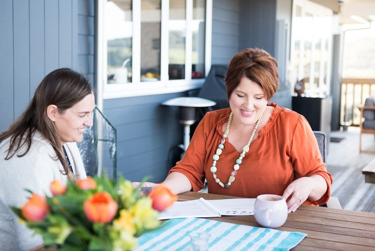 tanya-valentin-coaching-in-nz-ece-at-table