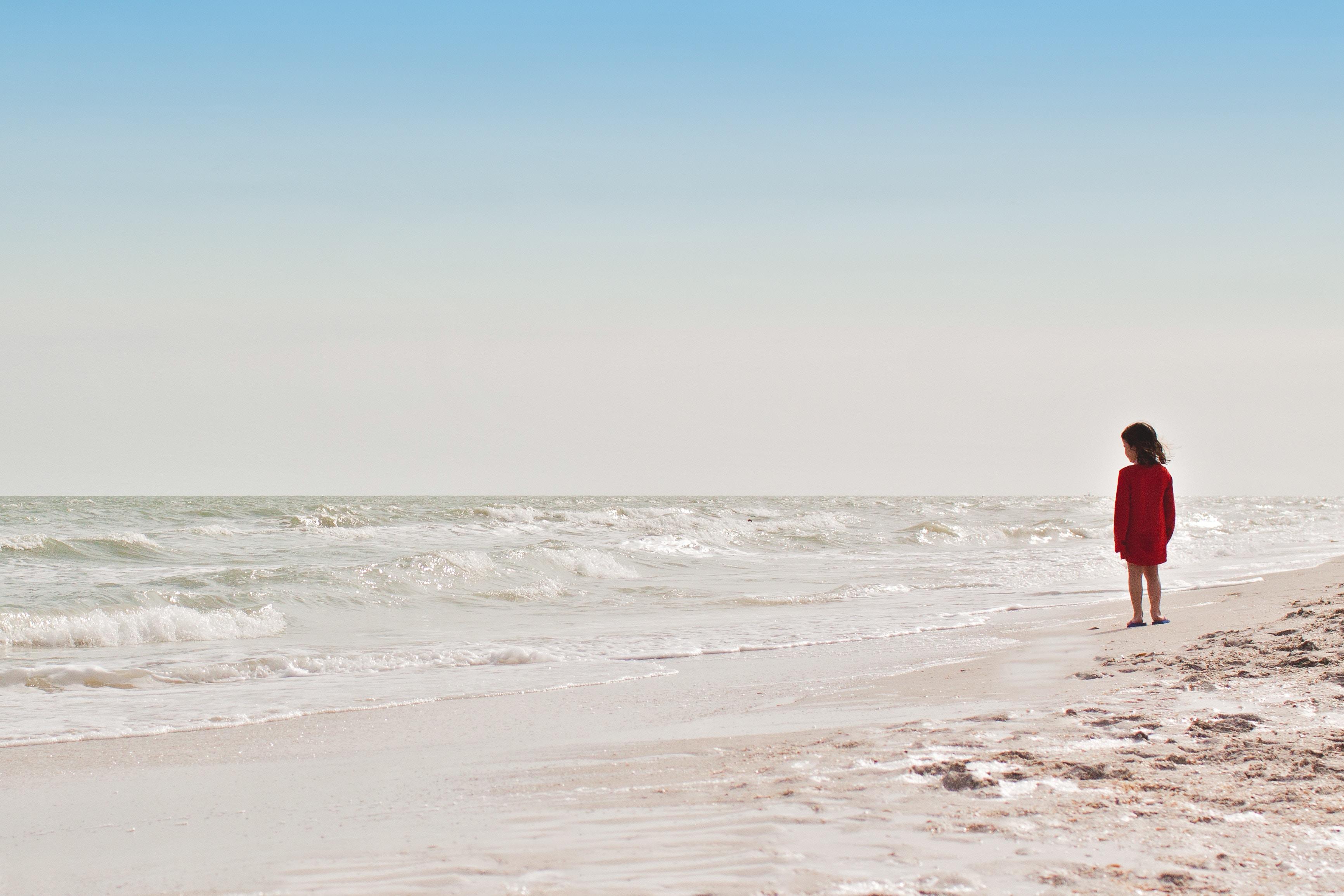 nz-ece-child-at-beach