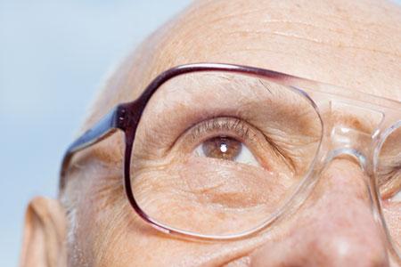 ainés avec lunettes