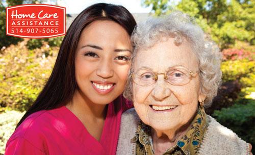 personne âgée avec un prépose asiatique