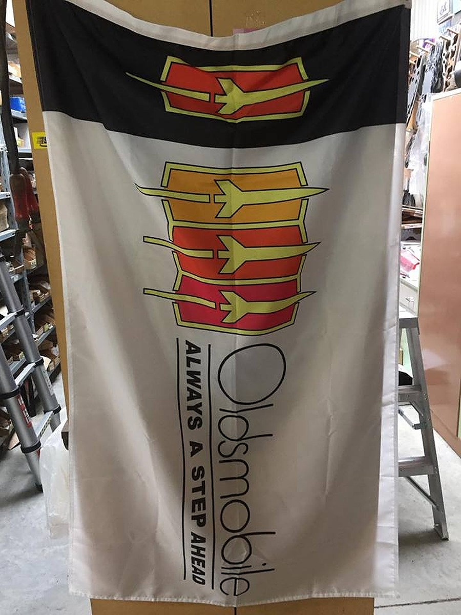 Other Vehicles Flags - Oldsmobile