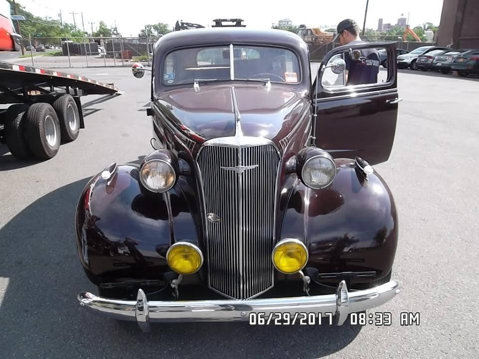 1937 Chevrolet 2-Door Deluxe