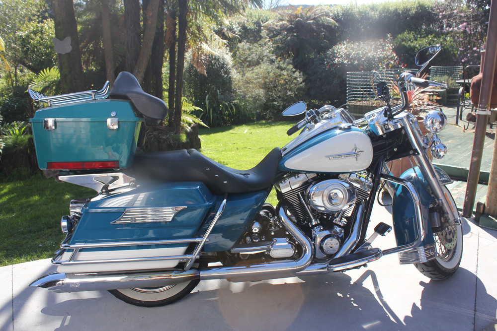 Harley Davidson Motorcycle Rental - Roadking with luggage rack