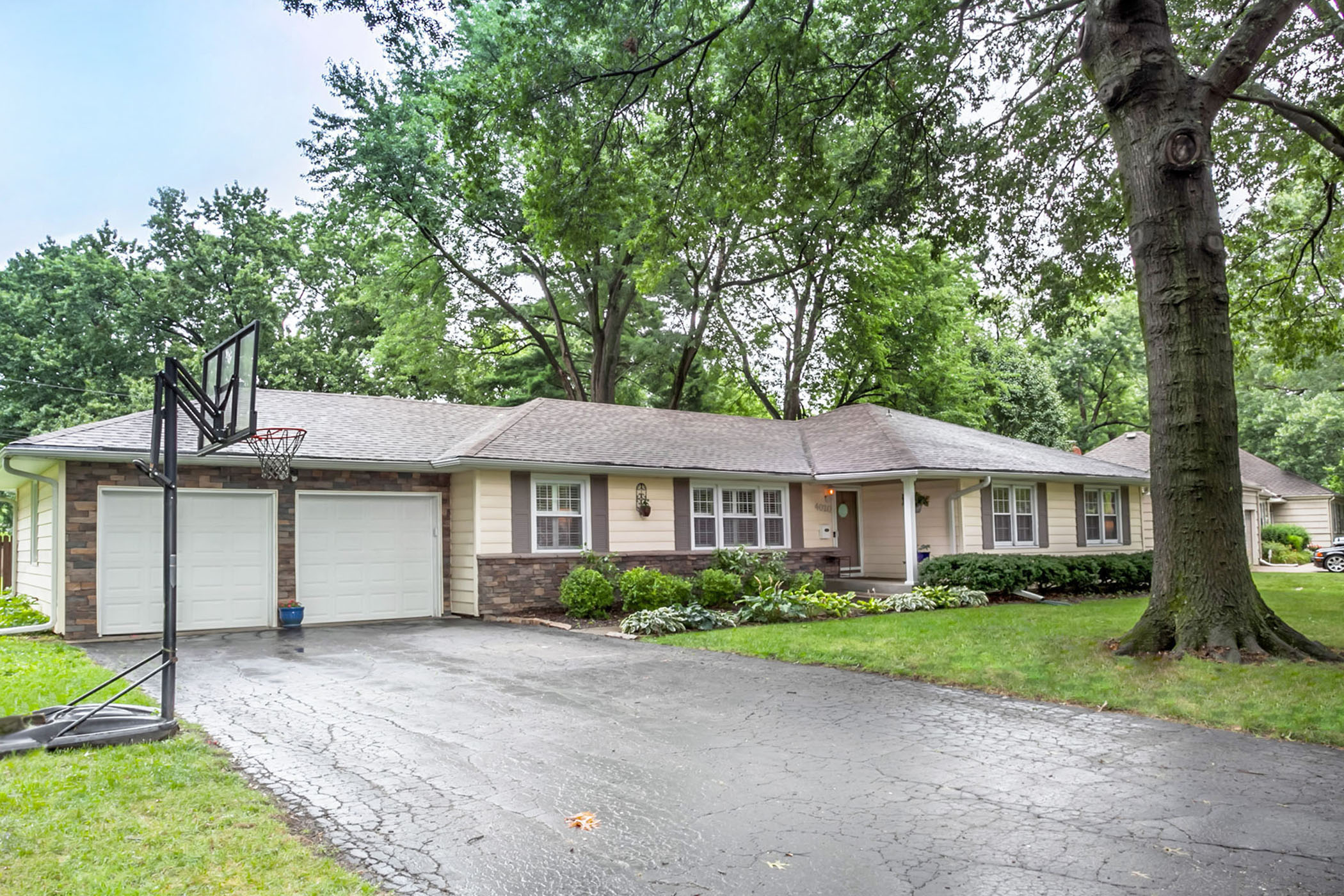 JUST LISTED! This BEAUTIFUL Empire Estates Home Has Everything!