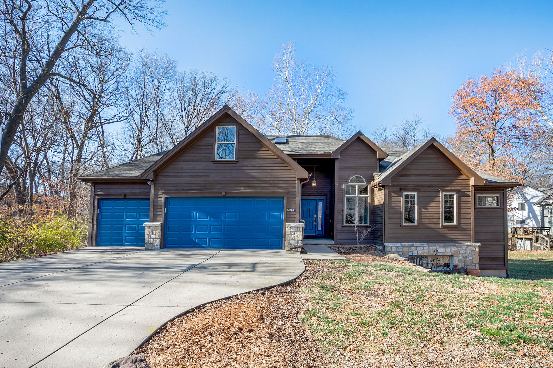 NEW ON THE MARKET ~ Amazing and Spacious Custom Built Home!