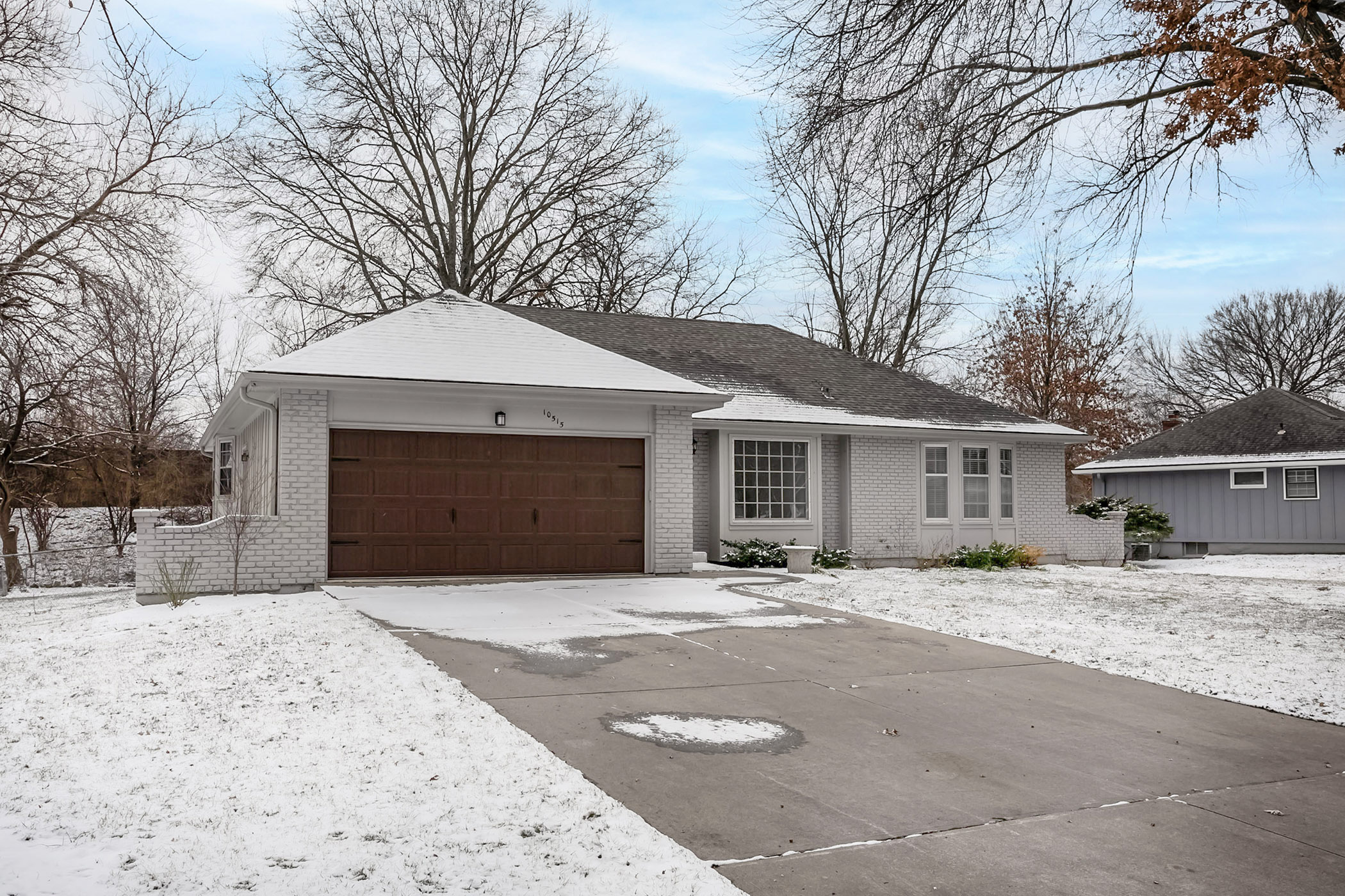 JUST LISTED!!! Beautifully Renovated Leawood Estates Home!