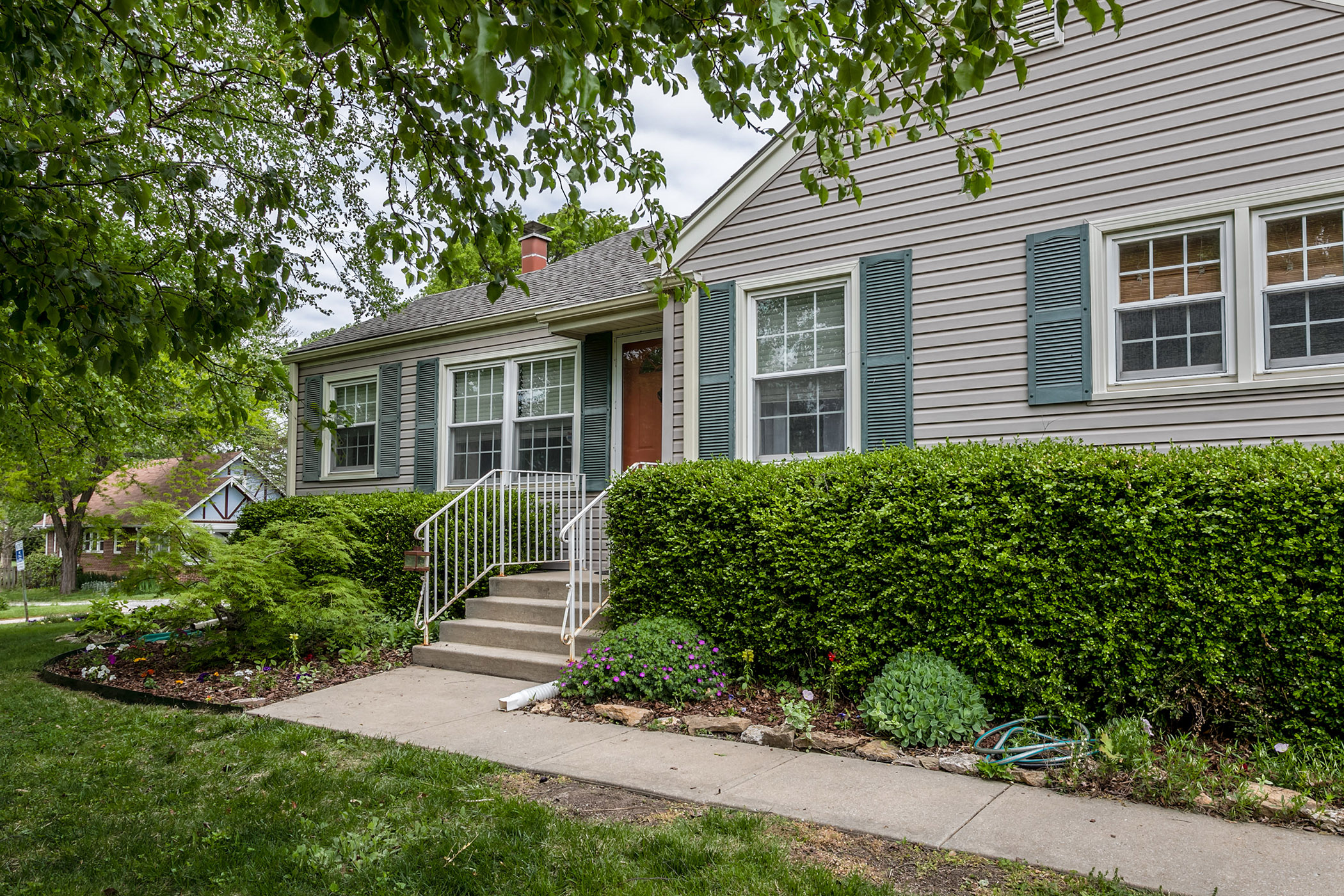 JUST LISTED TODAY! Super Cute and MOVE-IN READY Ranch Home!