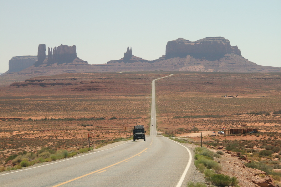 Mit dem Land Rover Defender durch das Monument Valley