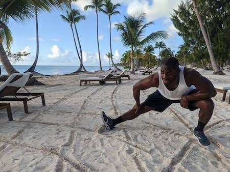 Ed Latimore running on a beach