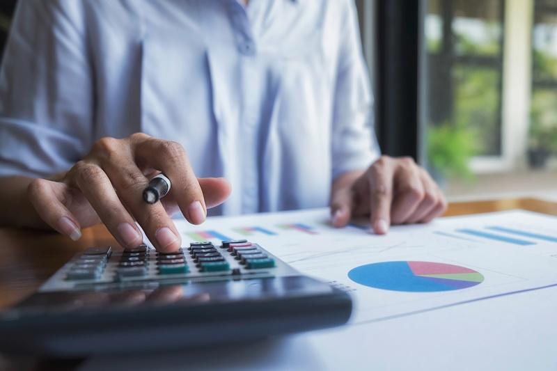 Como funciona e para que serve uma corretora de investimentos?