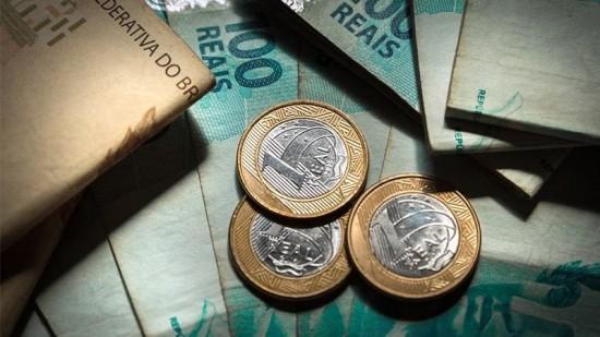 Pagar Dívidas X Investir: Qual a melhor opção para o 13º salário?