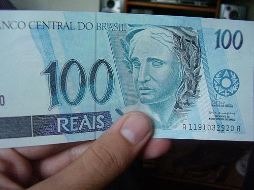 Como investir no mercado imobiliário com apenas 100 reais