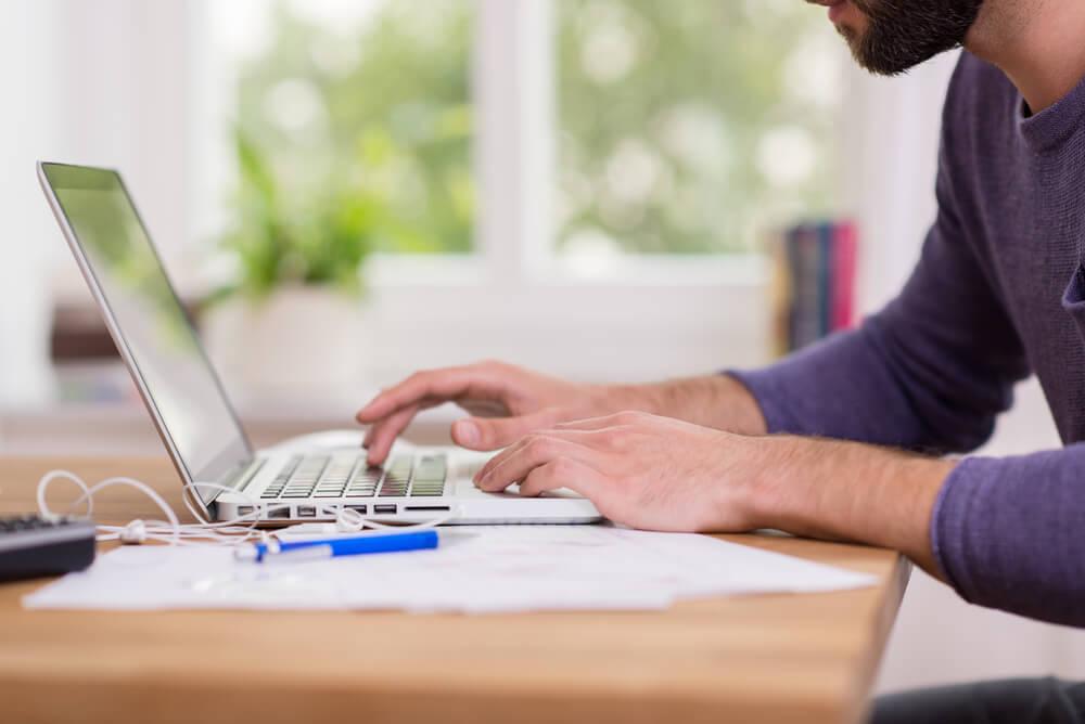 Como empreender na internet sem deixar seu emprego