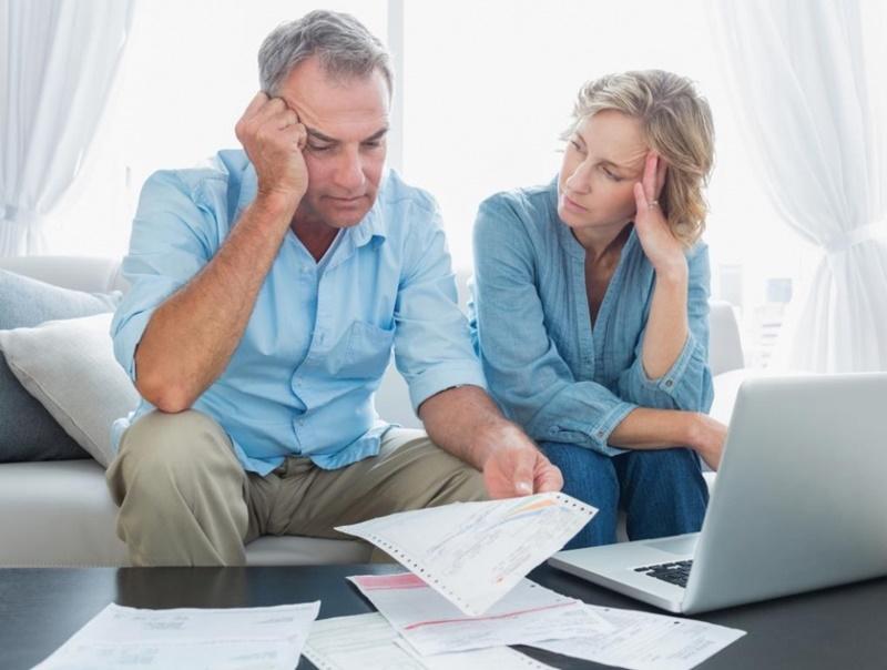 Como lidar com crises financeiras no casamento?