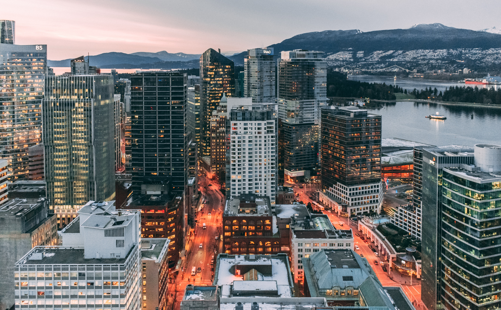 vancouver skyline at dusk with mountains in the background