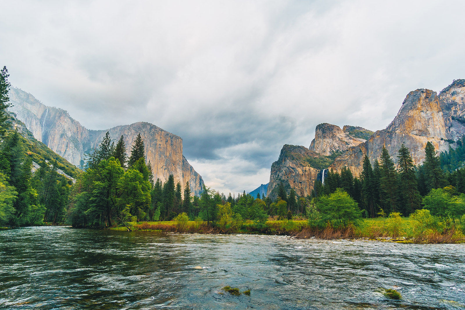 water and mountains in yosemite national park