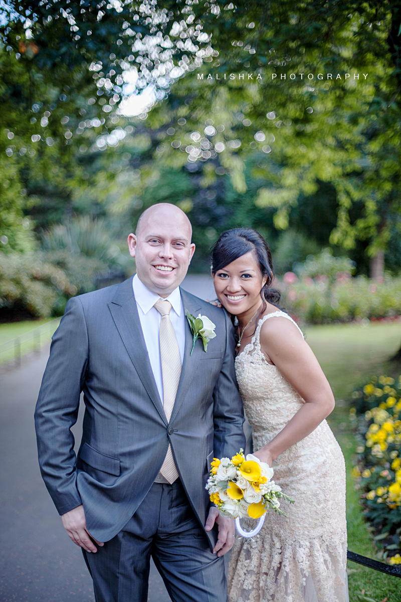 Wedding couple in the Princess Street Gardens in Edinburgh