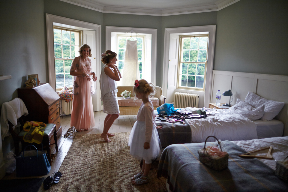 Bride's getting ready at Eastwood House
