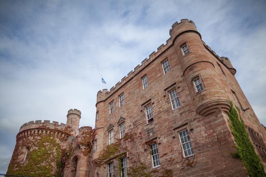 Dalhousie Castle in Edinburgh offers great wedding photography