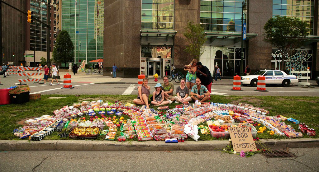 Rob Greenfield recovered all this food from dumpsters in Detroit