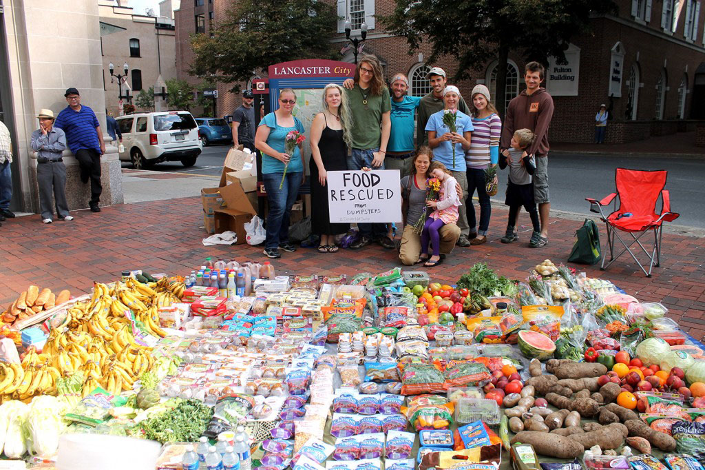 Rob Greenfield recovered all this food from dumpsters in Lancaster, Pennsylvania