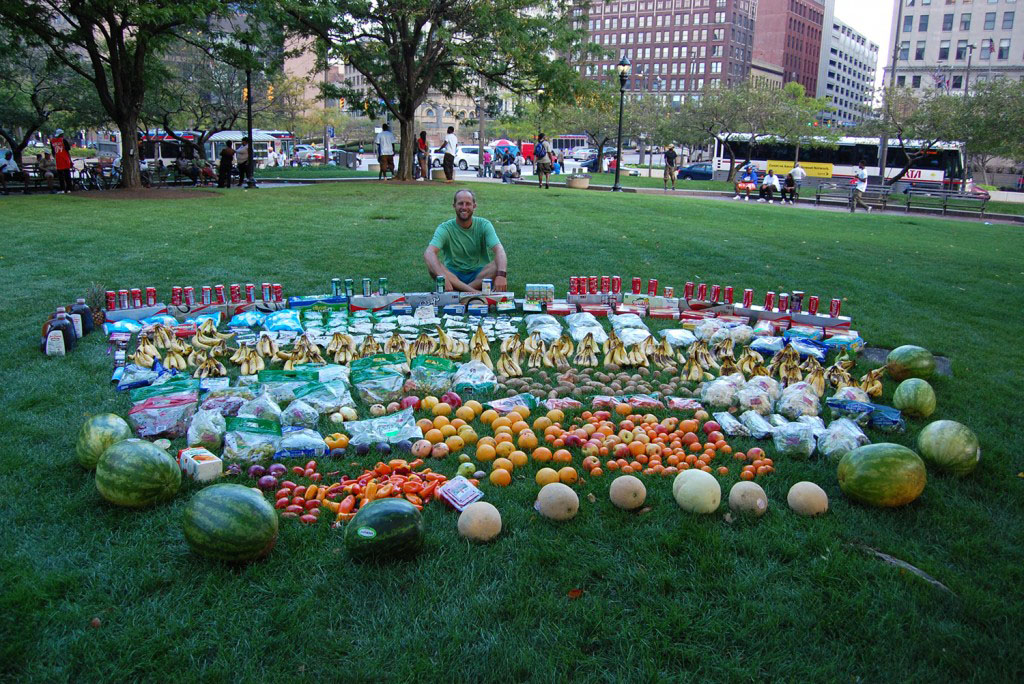 Rob Greenfield recovered all this food from dumpsters in Cleveland