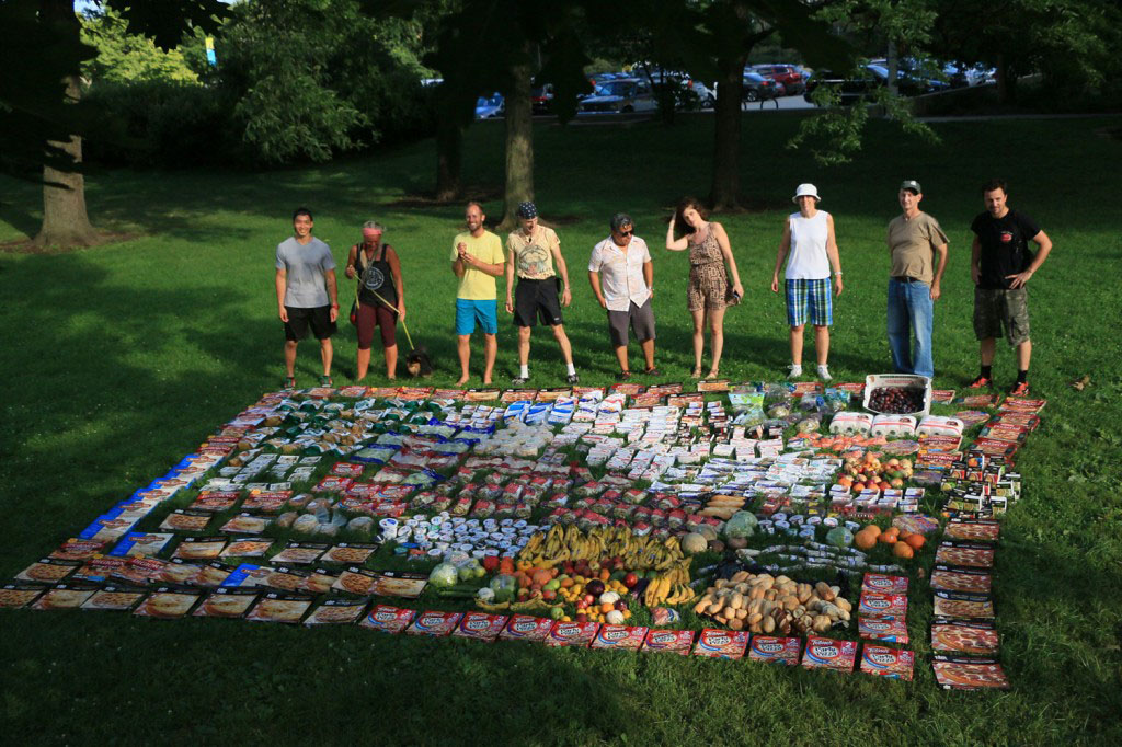 Rob Greenfield recovered all this food from dumpsters in Chicago