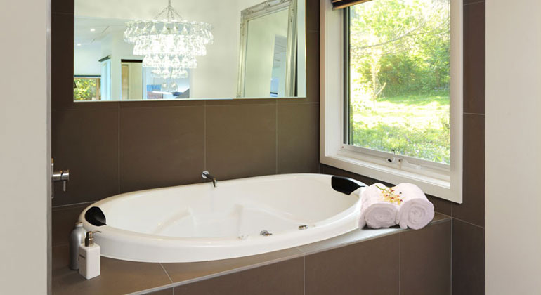 Double Spa Bath at The Gallery Olinda