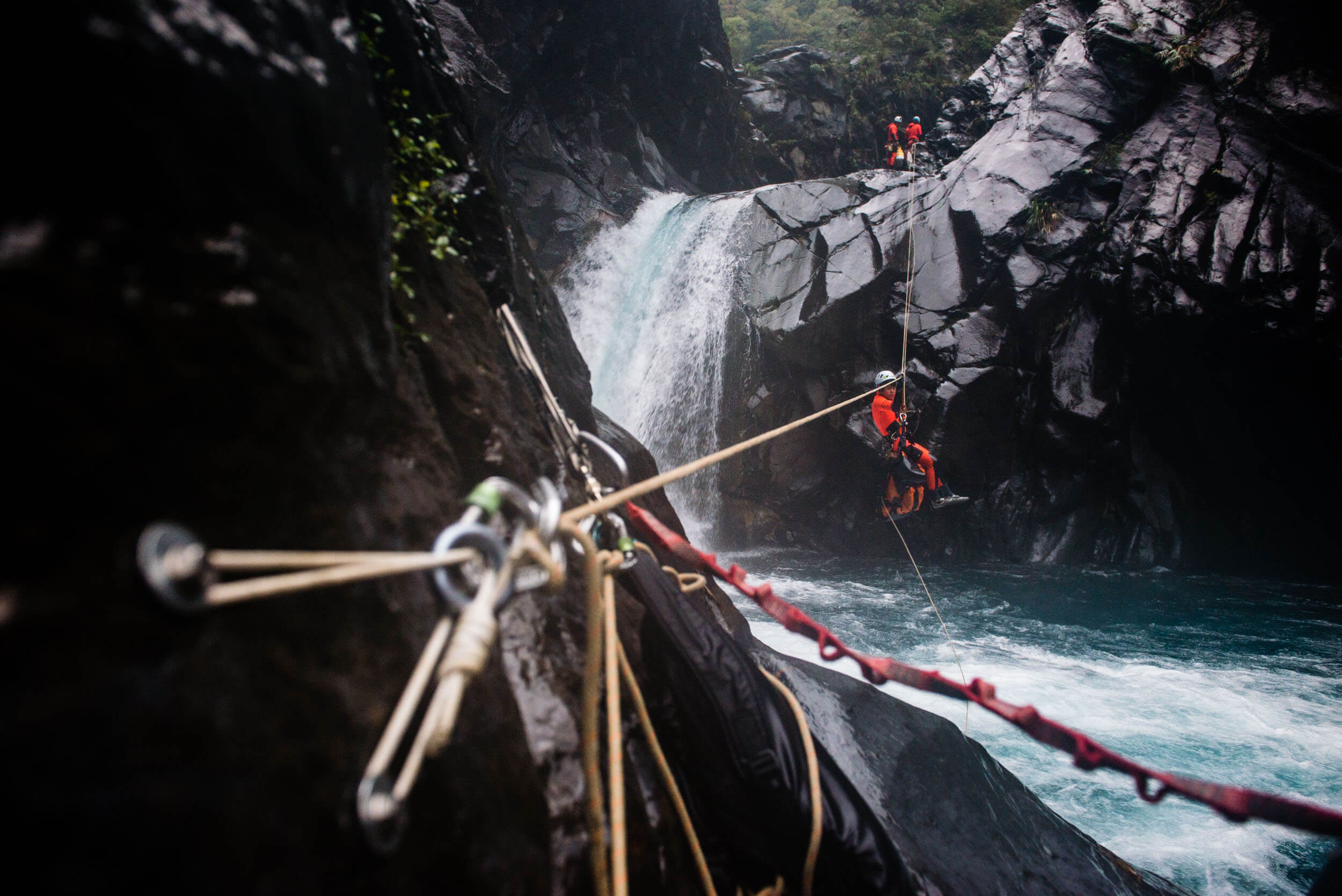 Expedition canyoning descent in Taiwan - Gus Schiavon