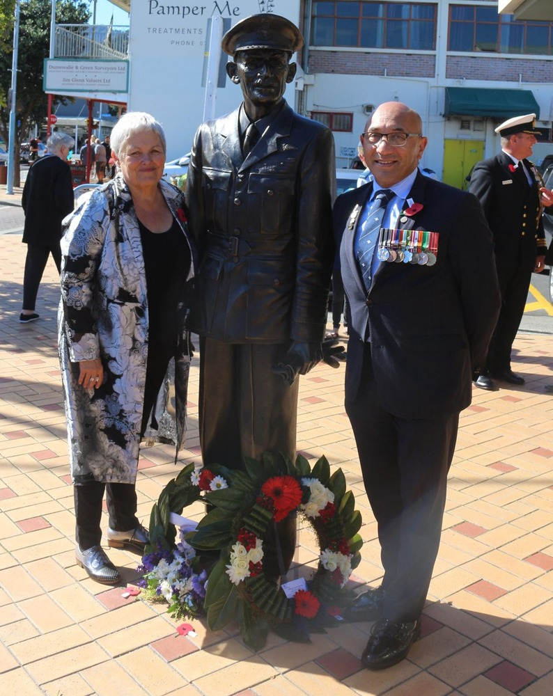 WWII legend Sir Keith Park returns to hometown Thames