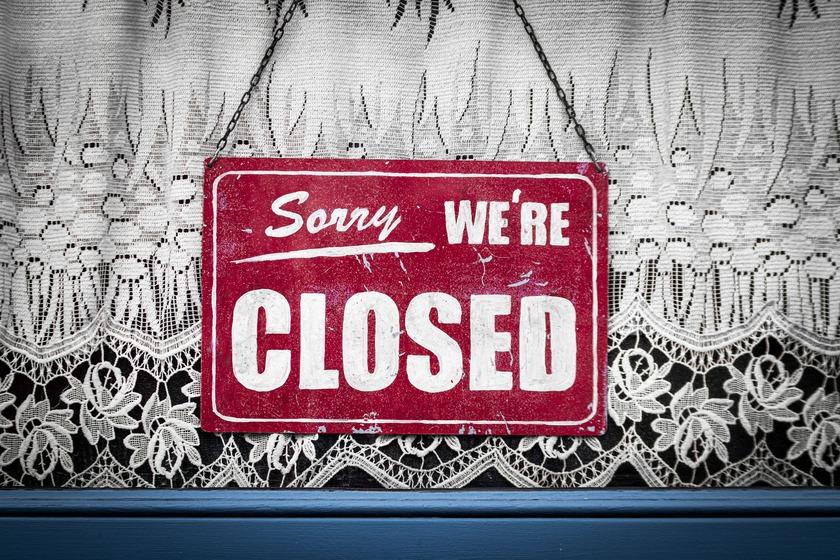Prime Minister Adern announces border closure