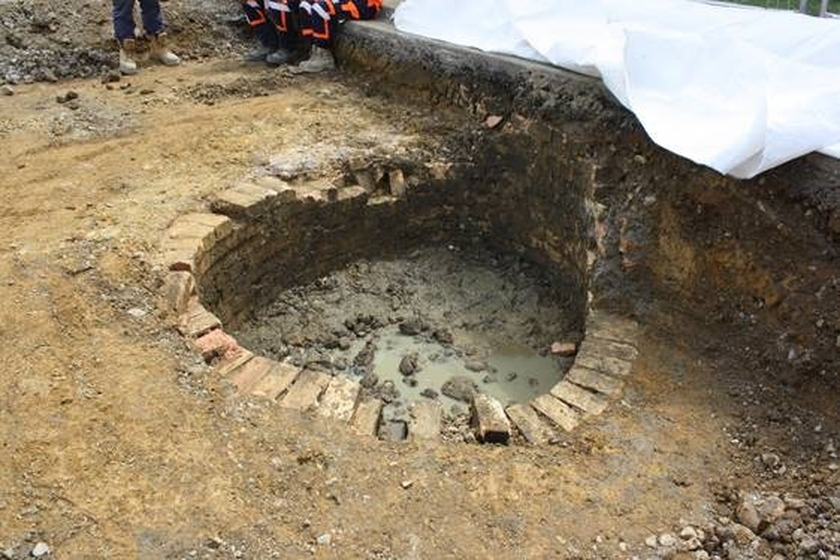 Coromandel Town roadworks crew unearths structure