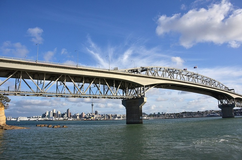 Harbour Bridge superstructure damaged
