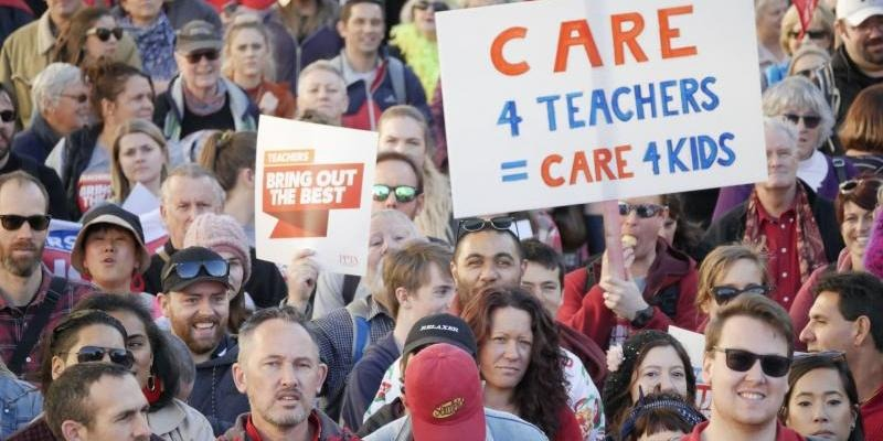 Government revises offer for teachers and principals