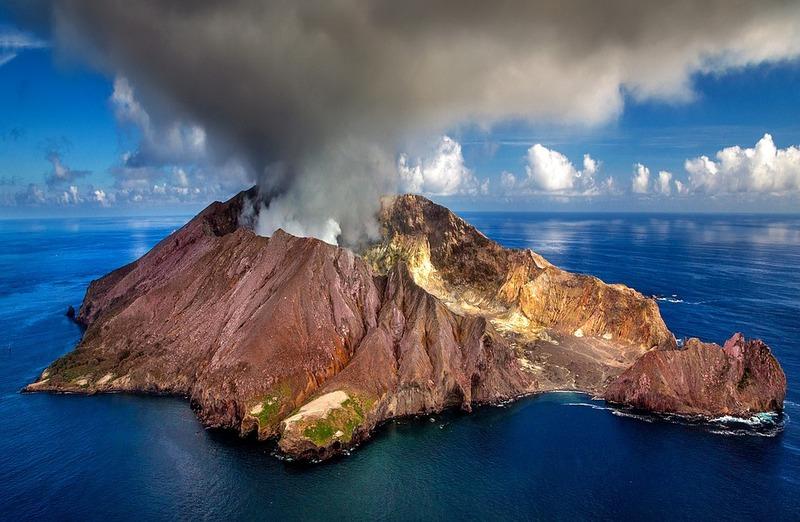 Earthquake swarm livens up Whakaari - White Island