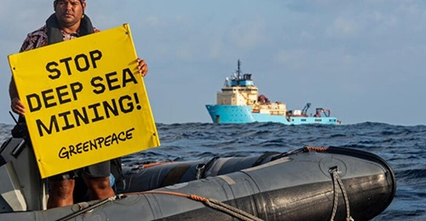 Greenpeace confronts Deep Sea Mining industry in Pacific Ocean