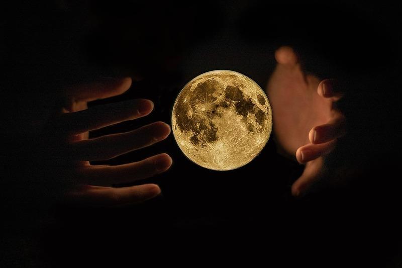 Full moon, Supermoon, Harvest moon rising tonight