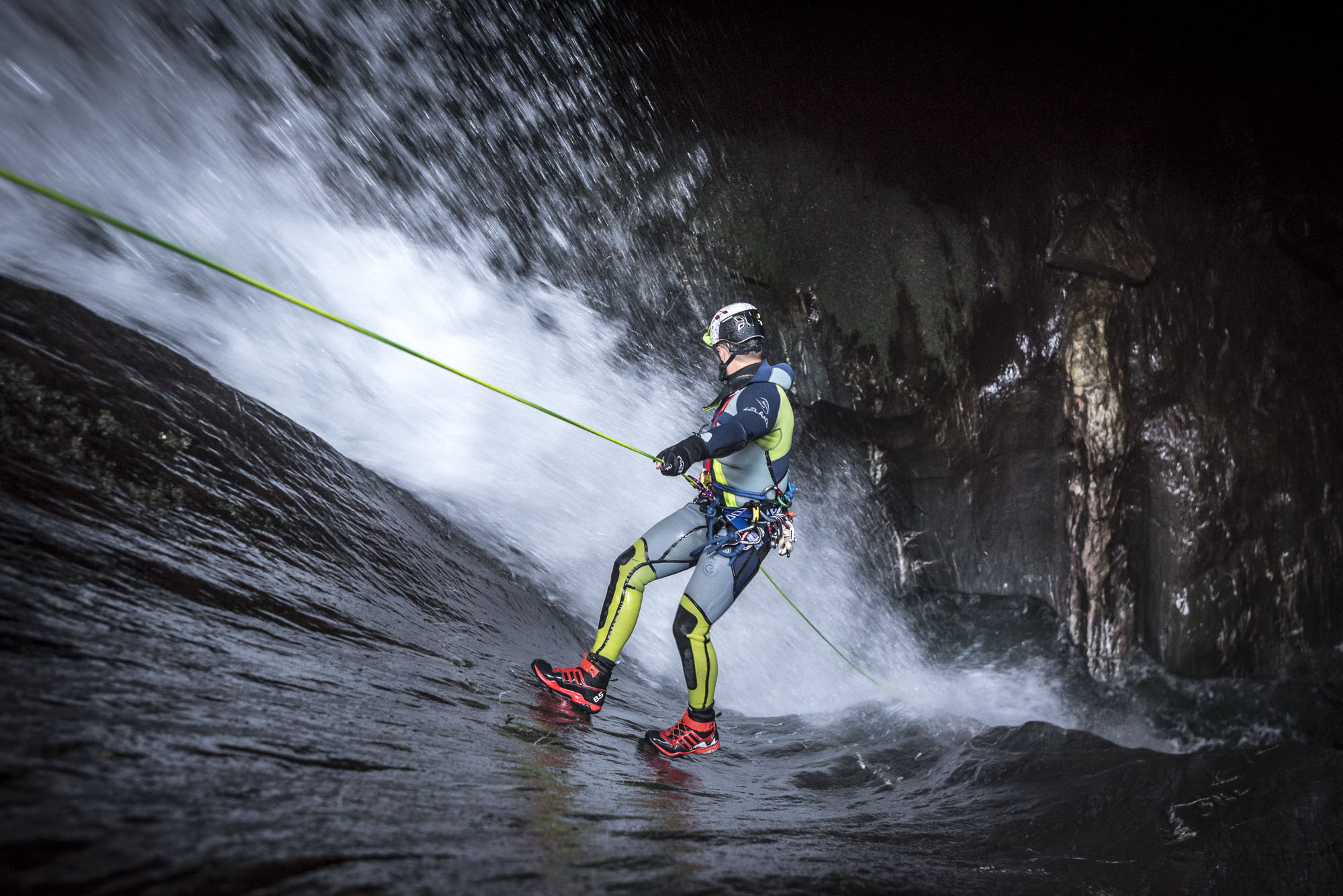 Canyoning or canyoneering requires rappelling © V7 Academy