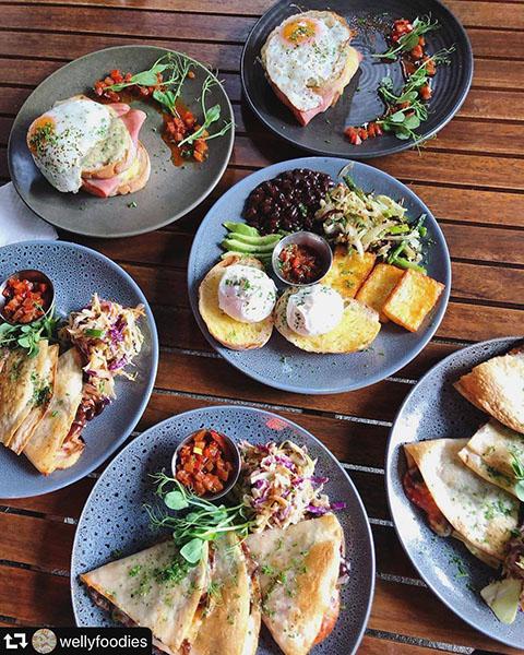 plates spread