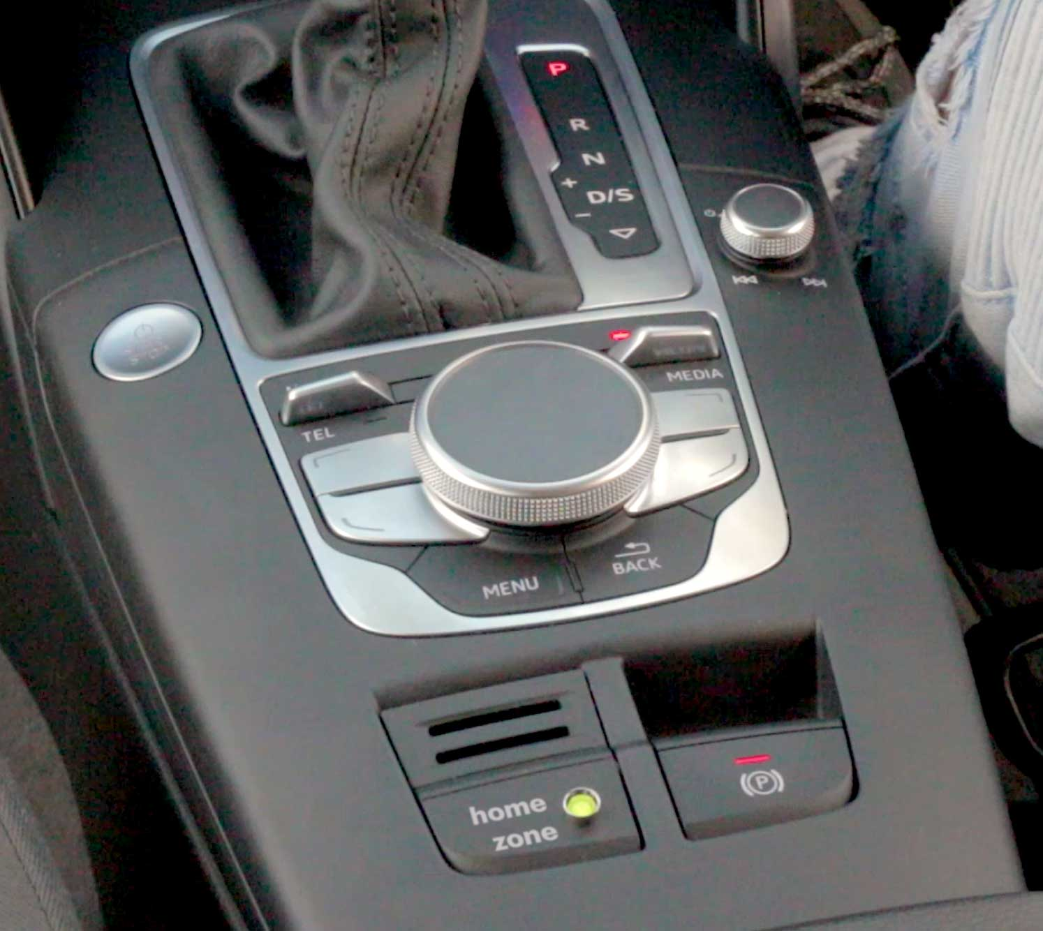 e-tron centre console with Home Zone LED