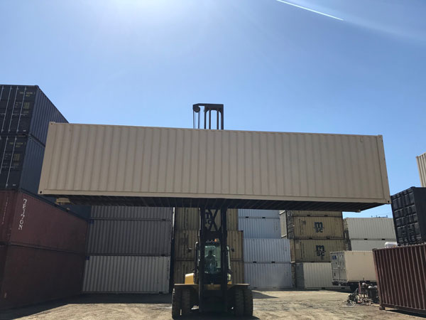 40' Refurbished Container Lifted
